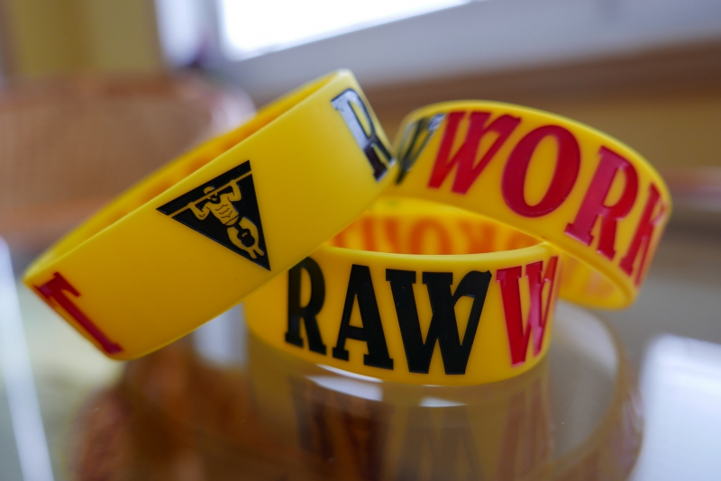Oblečení - Raw Workout Náramek (žluto-černo-červená)